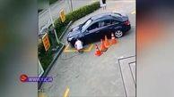 سرقت کیف پول و موبایل از داخل خودرو + فیلم