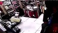 کاسبی که بخاطر پس نگرفتن لباس چاقو خورد! + فیلم (+۱۶)