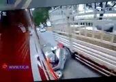 تصادف عمدی پلیس، جان عابران پیاده را نجات داد + فیلم