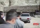 نجات یک گوزن مستأصل توسط مرد خیرخواه + فیلم
