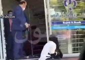 ماجرای ضرب و شتم یک خانم در بانک چه بود؟ +فیلم